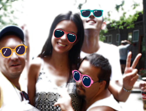 fiatalok szemüvegben