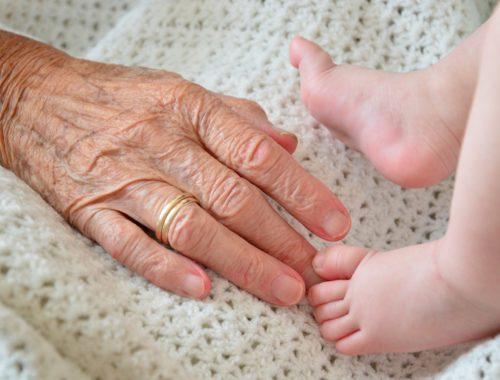 nagyszülő az unokájával