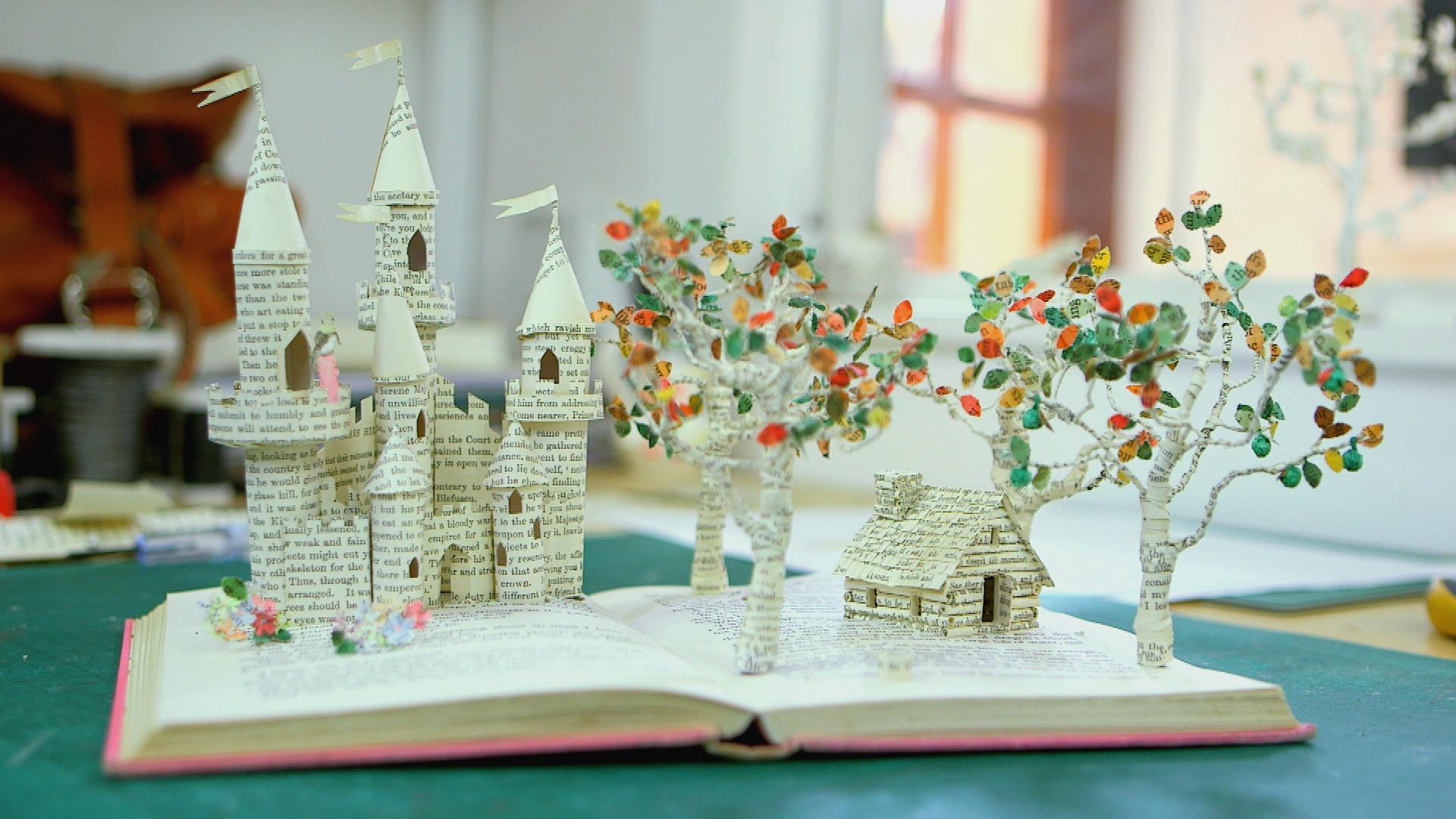 kép egy kastélyról ami kijön egy könyvből
