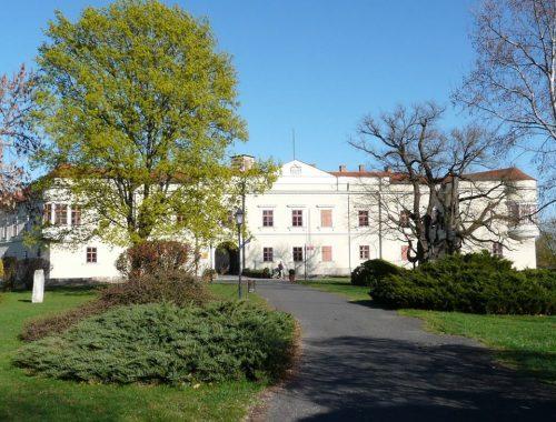 kastély parkkal