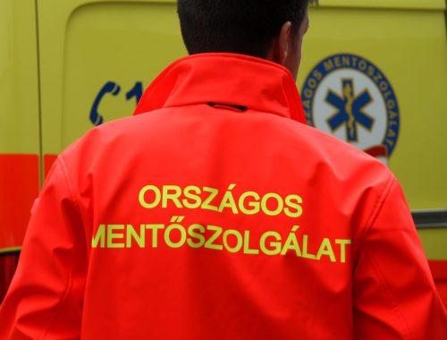 férfi mentős háta