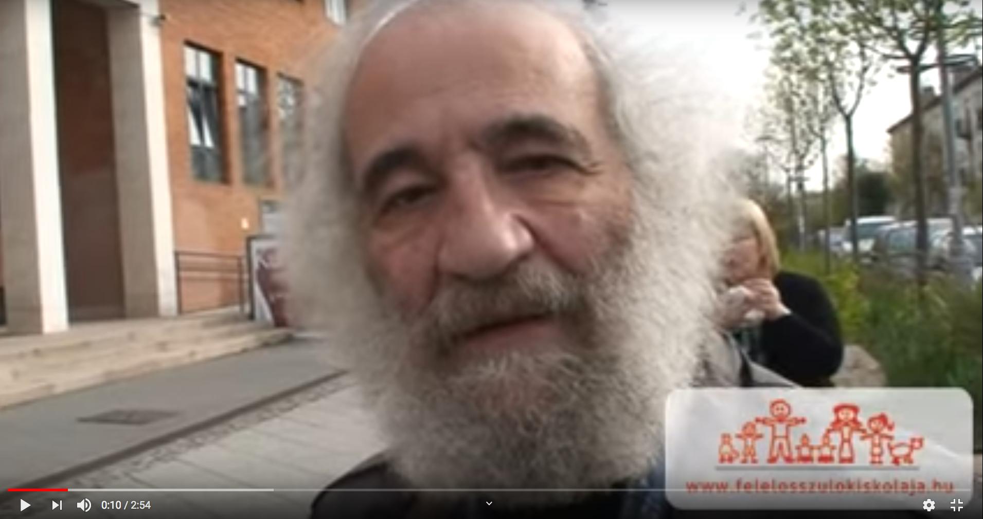 szakállas idős férfi