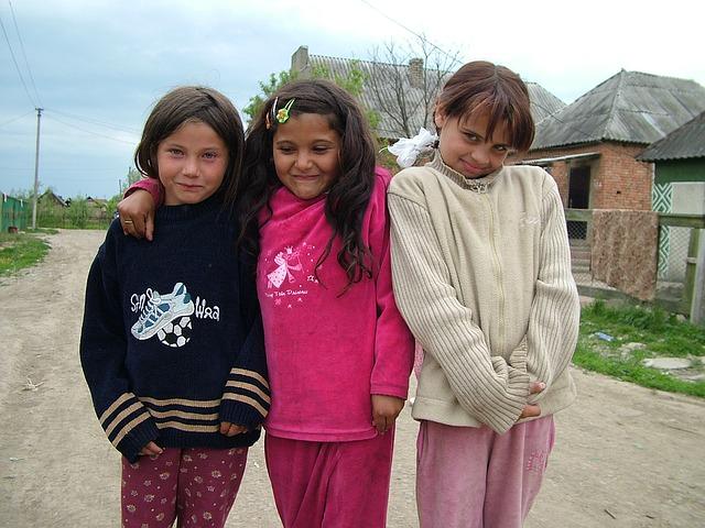 kislányok az utcán