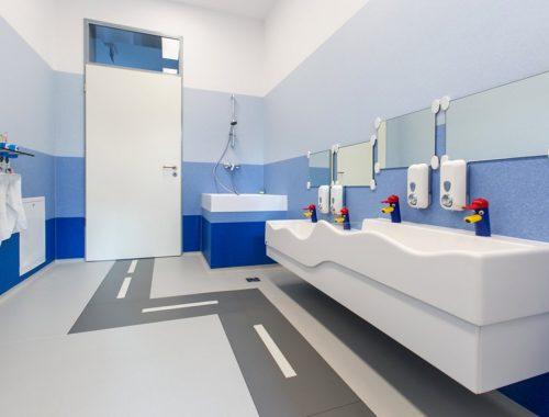 fotó egy óvoda mosdójáról