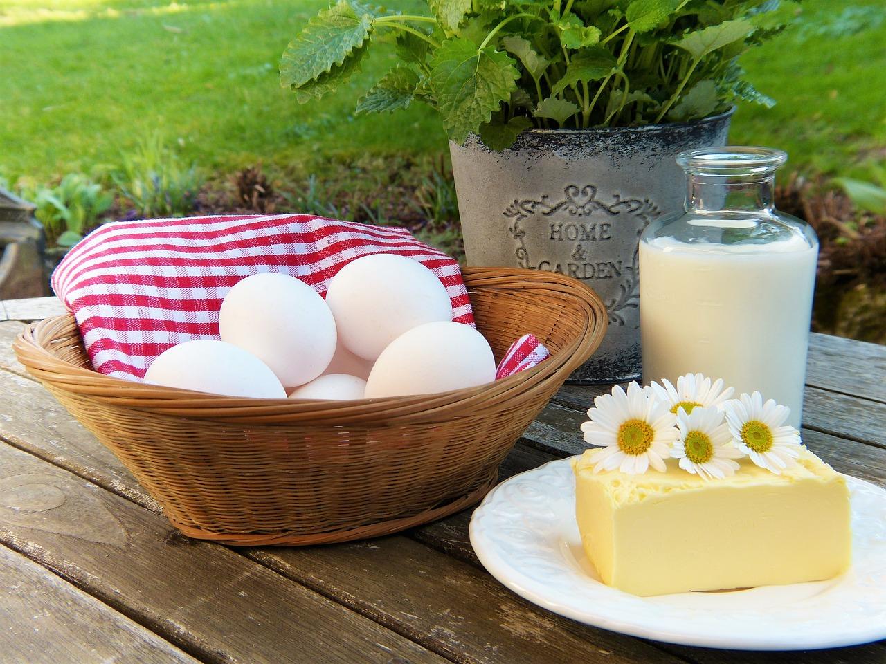 tejtermékek egy deszkán
