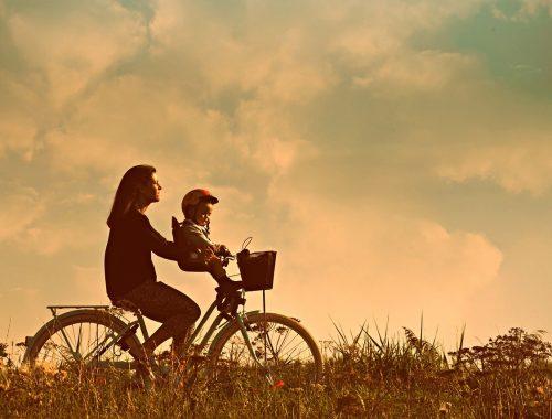 anyuka biciklizik a kisfiával
