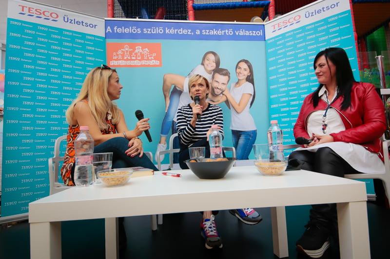 Tesco Üzletsor projekt, három nő beszélget