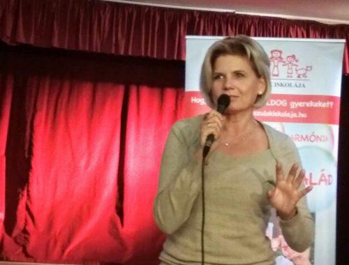 női előadó