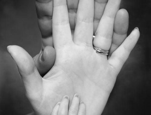 férfi, női kéz, gyűrű
