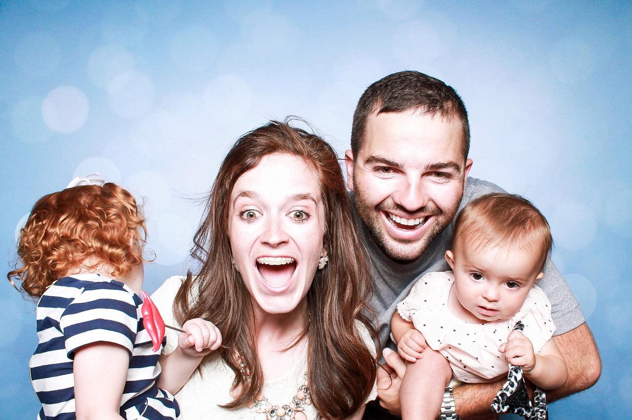 családi nevetős kép