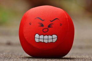 labda, mérges fejjel