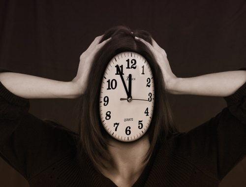 óra és női kéz