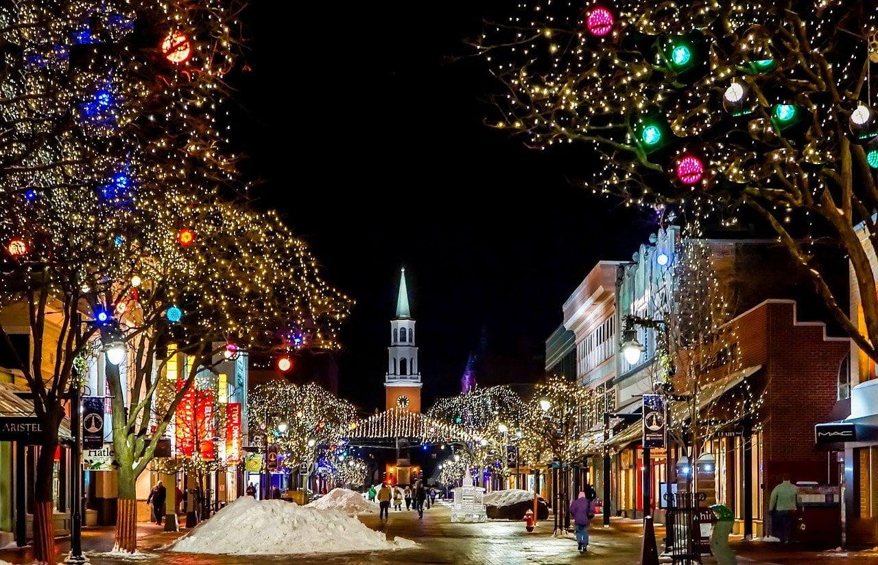 Karácsonyi díszek a városban.
