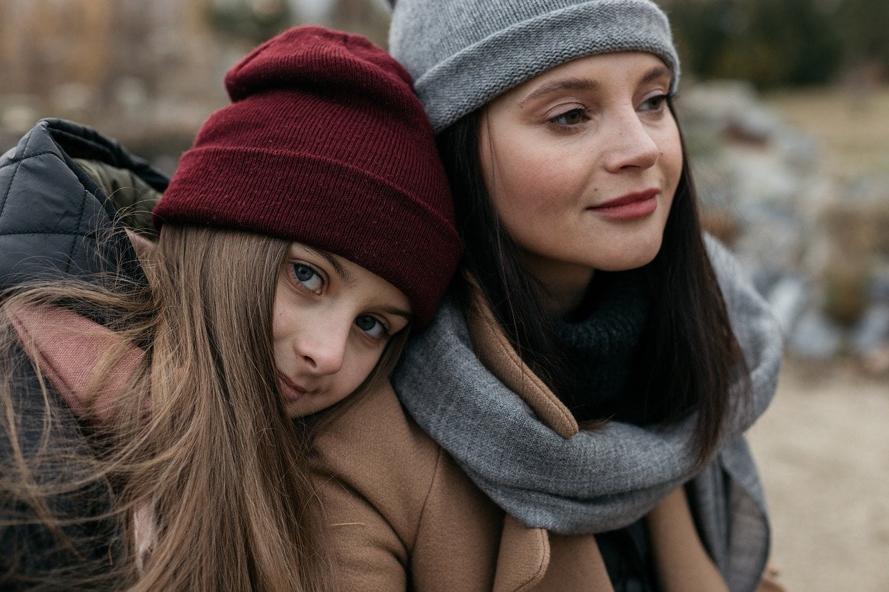 Anya és lánya a természetben.