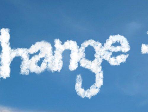 Change a felhőbe írva