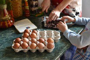 tojások a konyhapulton