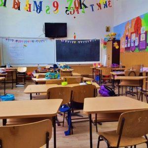 Hétfőtől bezárnak az iskolák, távoktatásban folytatódik a tanítás